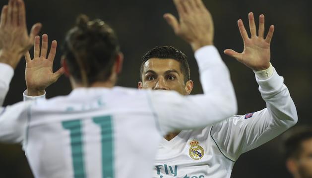Cristiano Ronaldo i Bale celebren un dels gols del Madrid.