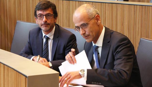El ministre de Finances, Jordi Cinca, amb el cap de Govern, Toni Martí.