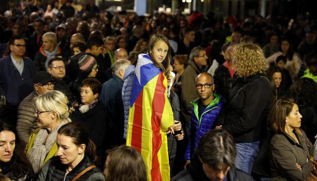 Concentració a la plaça del Poble contra la violència a Catalunya.