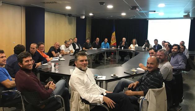 Els organitzadors de proves esportives s'han reunit avui amb els ministres Francesc Camp i Sílvia Calvó