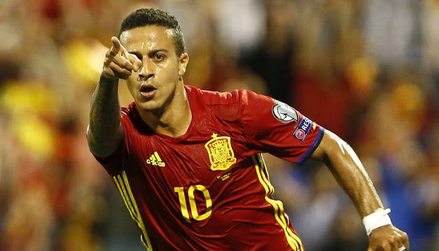 Thiago Alcántara celebra el gol aconseguit ahir.