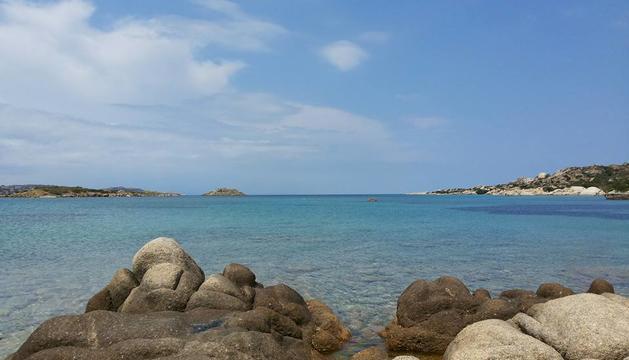 9 i 10. Mar i muntanya. La vida no té sentit si no t'alimentes de muntanya o no albires l'horitzó des d'una platja.