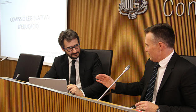El ministre d'Educació i Ensenyament Superior, Eric Jover, i el president de la comissió legislativa d'Educació, Ferran Costa.
