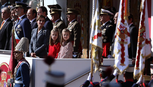 La família reial durant la desfilada amb motiu de la Hispanitat.