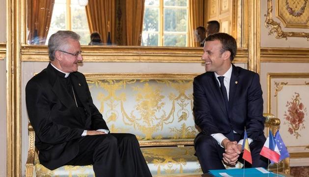 Els coprínceps Joan-Enric Vives i Emmanuel Macron aquest dilluns a l'Elisi.