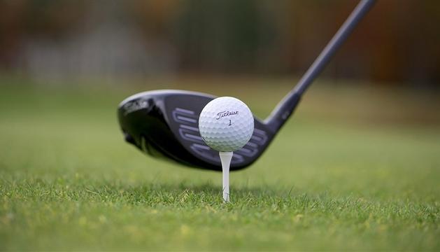 2. L'esport no pot faltar. Practico el golf.