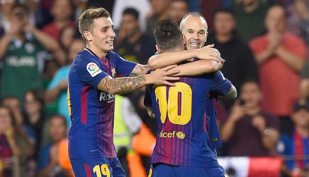 Leo Messi i Lucas Digné, celebrant amb Andrés Iniesta el seu gol.