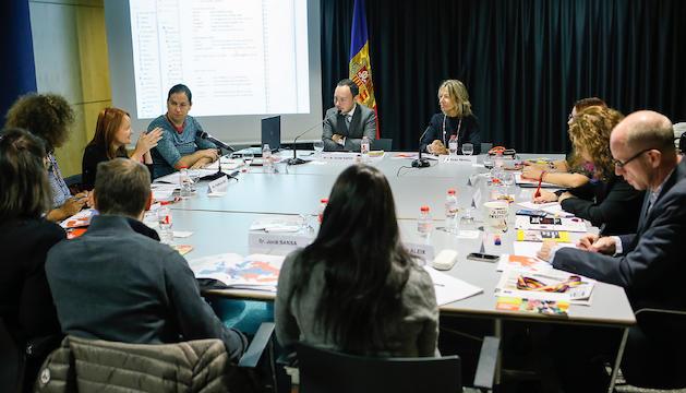Un moment de la reunió de representants de la unitat d'Orientació Sexual i Identitat de Gènere del Consell d'Europa (SOGI) amb el ministre d'Afers Socials, Justícia i Interior, Xavier Espot; la secretària d'Estat d'Afers Socials i Ocupació, Ester Fenoll i membres de l'àrea de Polítiques d'Igualtat.