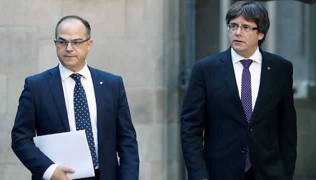 Jordi Turull i Carles Puigdemont arribaven la setmana passada a una reunió del govern català.