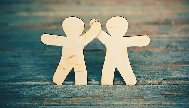 1. L'amistat és l'element més important entre les relacions humanes.
