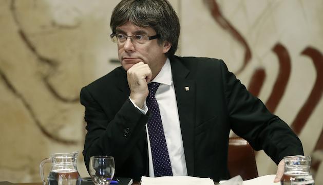 El president de la Generalitat, Carles Puigdemont, durant una reunió del consell executiu.