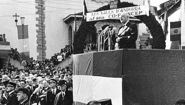 De Gaulle durant el discurs que va fer a la plaça Príncep Benlloch.