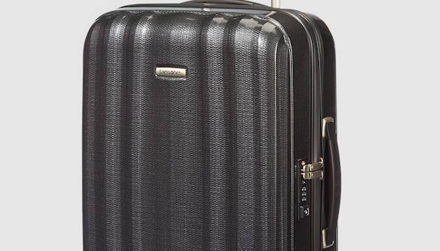 2. Viatjo molt i les maletes Samsonite són perfectes: són petites però hi cap molta cosa a dins.