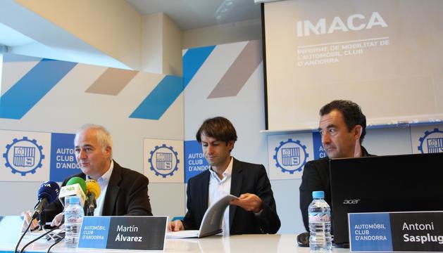 El president de l'ACA, Enric Pujal; l'expert en 'open data', Martín Álvarez; i el secertari general de l'entitat, Antoni Sasplugas, durant la presentació de l'Imaca 2016.
