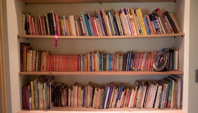 2. A la biblioteca o estudi de casa és on passo la major part del temps, llegint i escrivint.