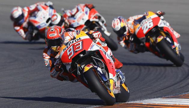 Marc Màrquez durant la cursa de MotoGP celebrada ahir al Circuit Ricardo Tormo de Xest.
