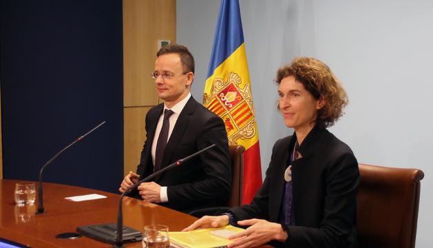 El ministre d'Afers Exteriors i Comerç d'Hongria, Peter Szijjártó, i la ministra d'Afers Exteriors d'Andorra, Maria Ubach, durant la roda de premsa.