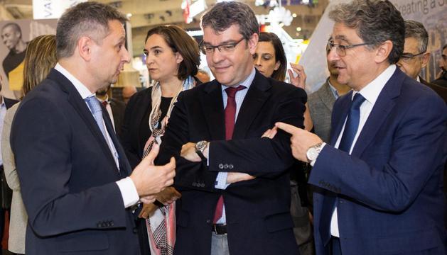 Saboya conversa amb el ministre espanyol d'Energia, Turisme i Agenda digital, Álvaro Nadal i el delegat del govern espanyol a Catalunya, Enric Millo