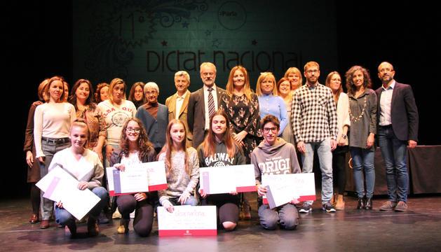 Foto de família dels guanyadors del Dictat Nacional.