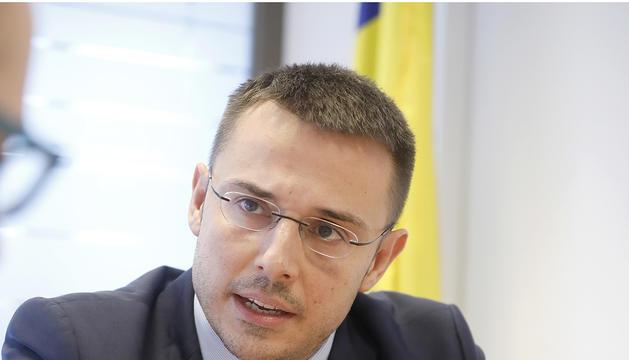 El secretari d'Estat Joan Antoni León, al seu despatx al ministeri de Salut.