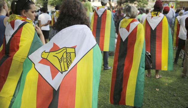 Manifestants demanant la dimissió de Mugabe, dissabte passat.