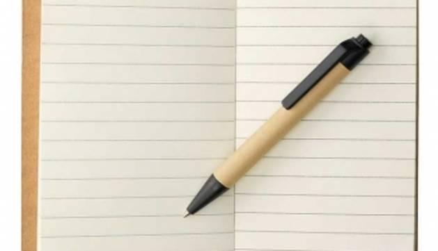 3. Sempre porto a la bossa de mà un bolígraf i una petita llibreta per apuntar idees que em venen al cap.