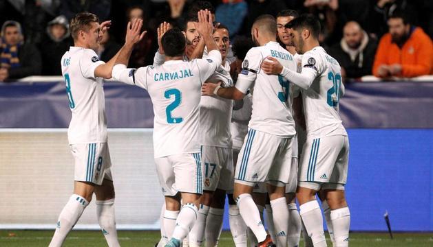 Els jugadors del Reial Madrid celebren un dels gols aconseguits ahir a Nicòsia.