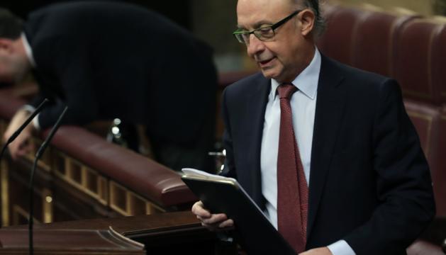 El ministre d'Hisenda,Cristóbal Montoro, durant la sessió.