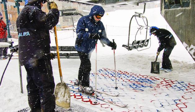 Molts dels temporers d'hivern troben feina a les estacions d'esquí.