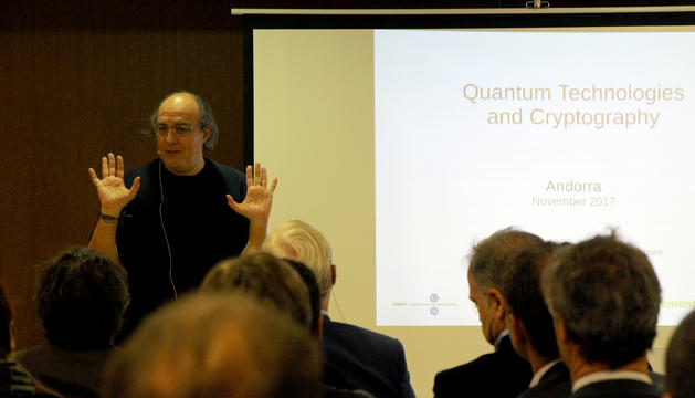 El catedràtic de física quàntica de la Universitat de Barcelona, José Ignacio Latorre, durant la seva ponència.