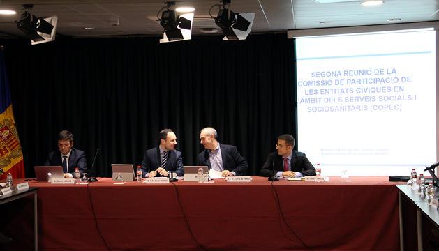El ministre d'Afers Socials, Justícia i Interior, Xavier Espot, i el ministre de Salut, Carles Alvarez, durant la taula de la Copec.