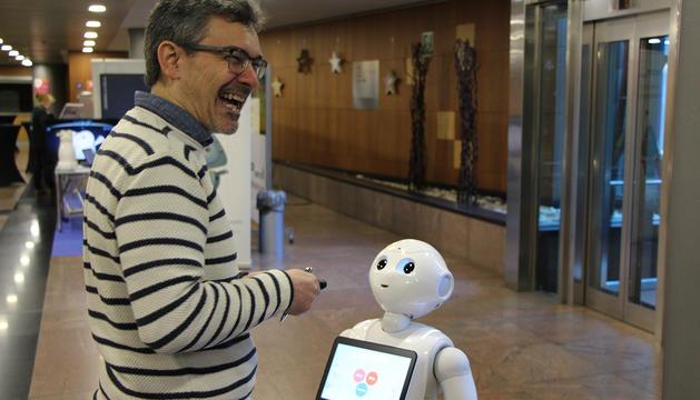 La jornada es va completar amb demostracions amb robots.