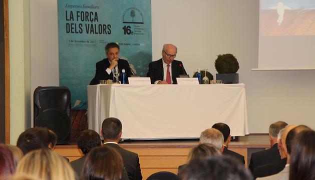 El ministre d'Economia, Competitivitat i Innovació, Gilbert Saboya, i el president d'Andbank, Manuel Cerqueda, durant l'obertura del Fòrum de l'Empresa Familiar Andorrana.