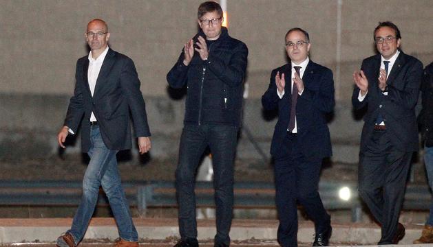 Romeva, Mundó, Rull i Turull surten de presó després de pagar les seves fiances.