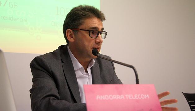 El portaveu d'Andorra Telecom, Carles Casadevall, durant la roda de premsa de presentació.