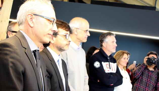 El ministre de Turisme, Francesc Camp, i el cap de Govern, Toni Martí, entre d'altre, durant la inauguració de l'edifici de serveis del Coll de la Botella.