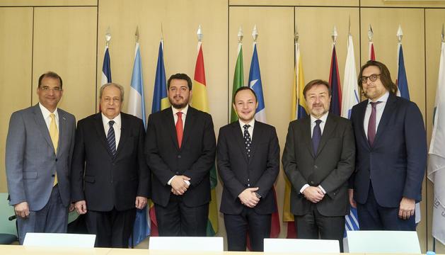 El ministre d'Afers Socials, Justícia i Interior, Xavier Espot, ha firmat l'adhesió a la Conferència de ministres de justícia dels països iberoamericans (Comjib) amb el secretari general de l'organització, Arkel Benítez Mendizábal.