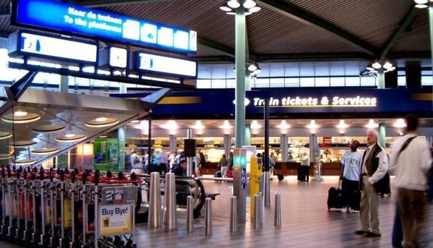 Abatut un home armat a l'aeroport d'Amsterdam