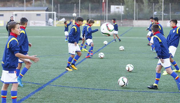 Jugadors del programa estudi-esport de la Federació Andorrana de Futbol.