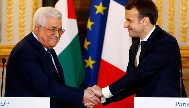 Mahmud Abbas i Emmanuel Macron, ahir a París.
