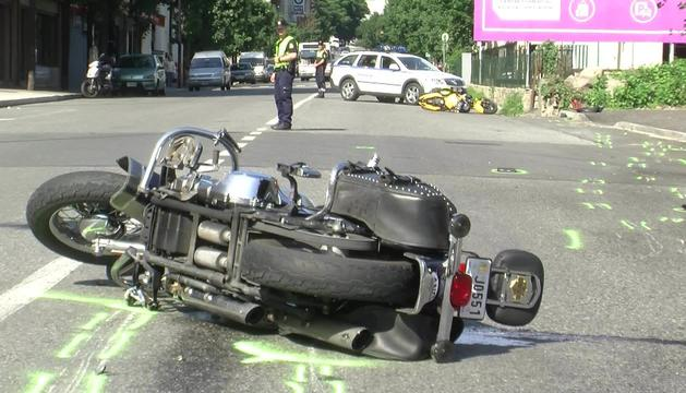 Una motocicleta va patir un accident a Santa Coloma.