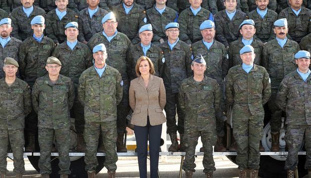 Cospedal, durant una visita a les forces desplaçades al Líban, al desembre.