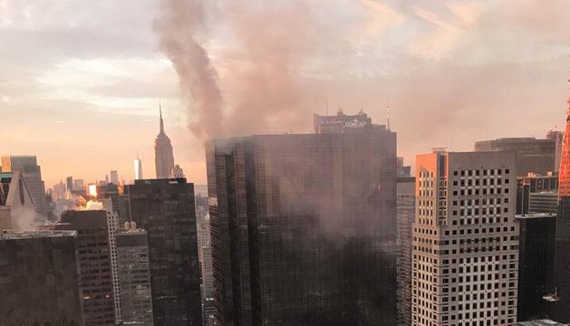L'incendi declarat ahir a la Torre Trump, a Manhattan.