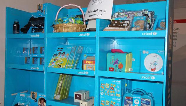 Productes d'Unicef en venda al mercat solidari de Els Encants.