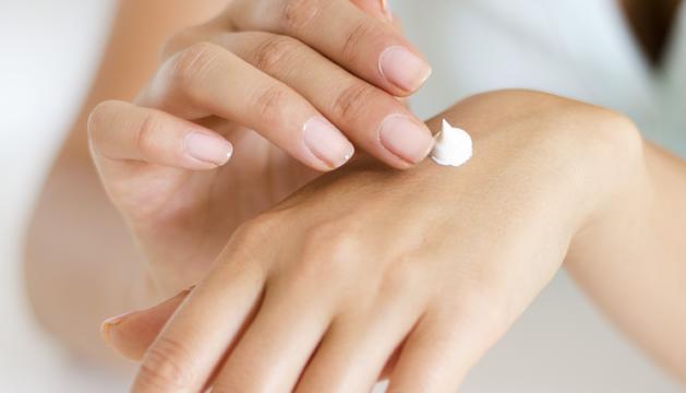 En condicions òptimes, cada dues rentades de mans, hauríem d'aplicar una capa de crema hidratant.