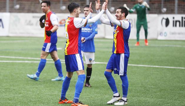 Villagrasa a l'esquerra, de celebració amb Cristian Martínez.