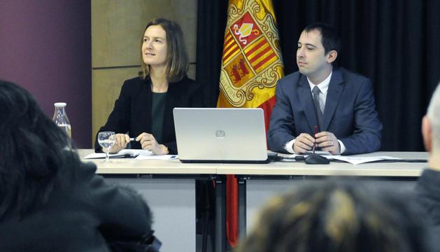 Silvia Calvó i Carles Miquel durant la presentació del nou projecte de llei