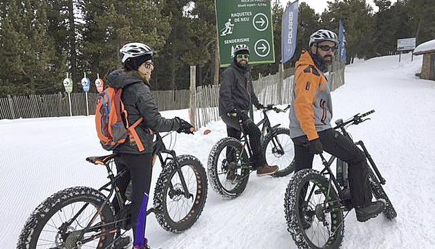 Les excursions amb bicicleta de neu, la novetat d'enguany.