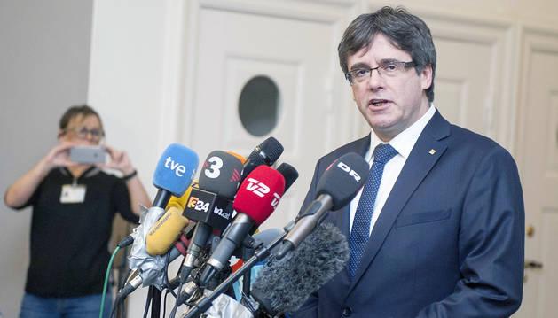 L'ex-president català Carles Puigdemont durant una roda de premsa, en una imatge d'arxiu.