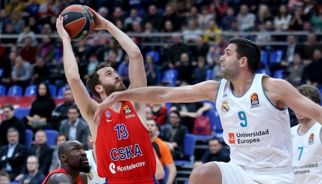 Sergio Rodríguez rep la pressió del seu excompany, Felipe Reyes.